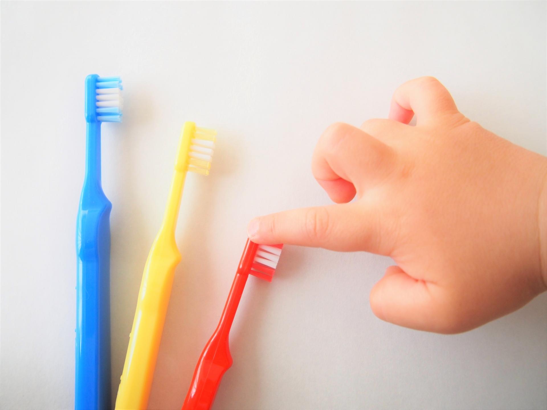 2歳の歯磨き対策!自分でやらせるには?