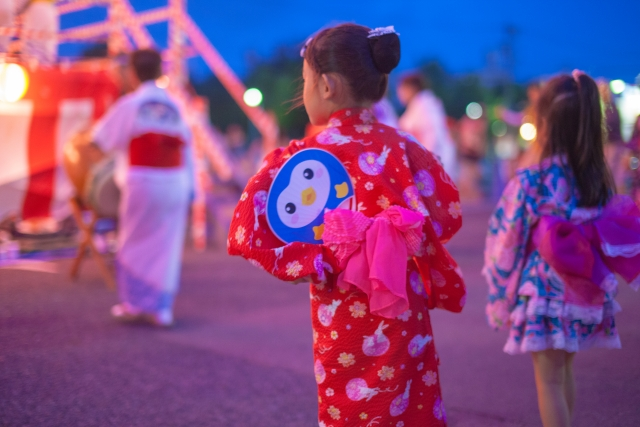 3歳の女の子、夏のお祭りは浴衣か?それとも甚平か?