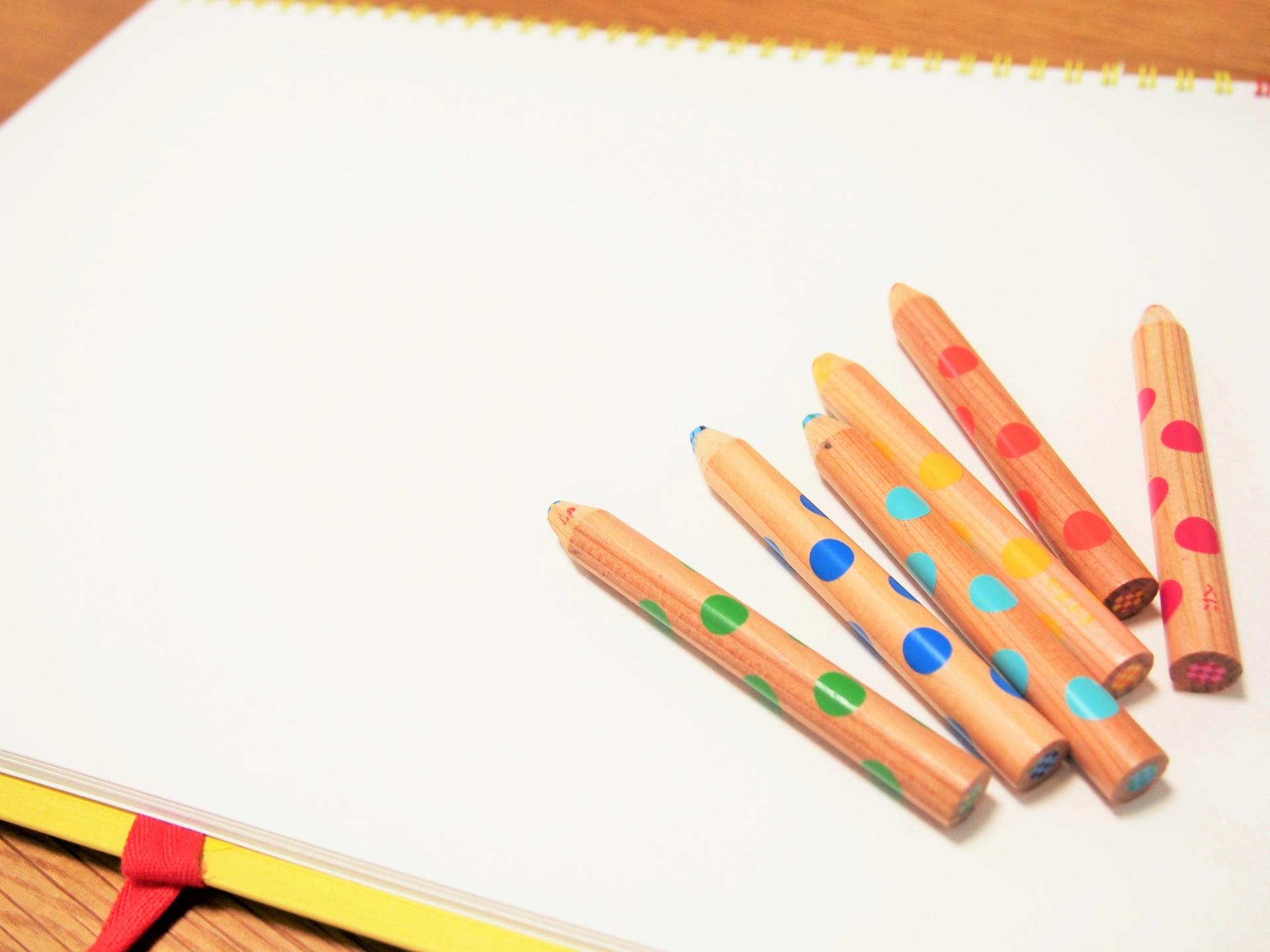 5歳女の子のお絵描きと文字書き